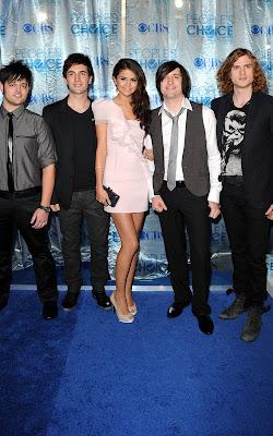 Selena Gomez at the 2011 People's Choice Awards