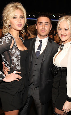 Zac Efron at the 2011 People's Choice Awards