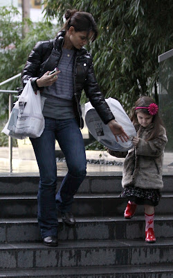 Katie Holmes and Suri Cruise shopping in Vancouver