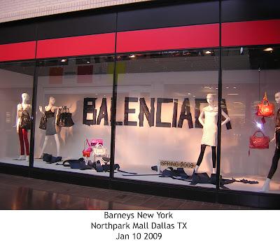 Mis escaparates balenciaga at barneys nyc for Balenciaga new york store