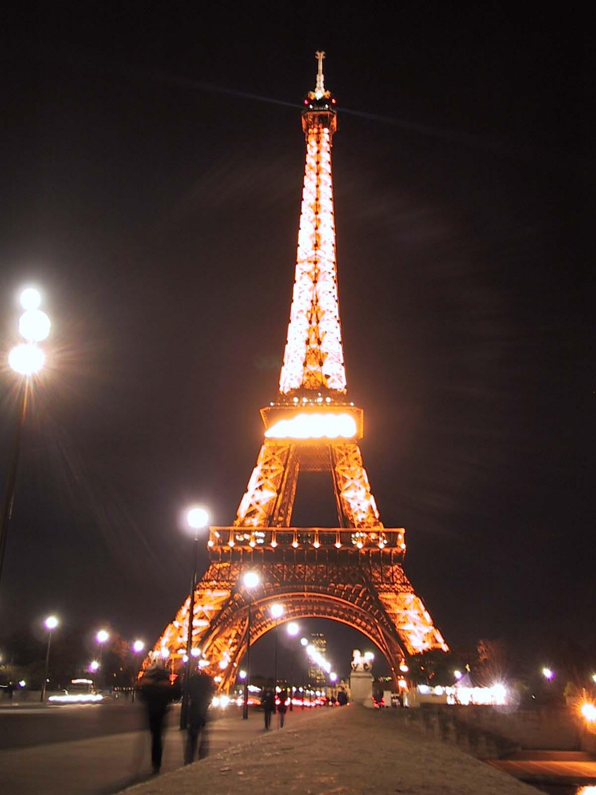 http://4.bp.blogspot.com/_0Qtf0yZ2Tm8/TQ0LeWeQAzI/AAAAAAAAAqo/qJ4WZj0JnOQ/s1600/paris_eiffel_tower1.jpg