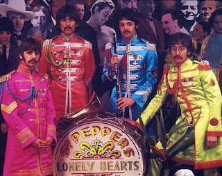 portada del disco Sgt. Pepper's Lonely Hearts Club Band de Peter Blake, diseño, sleeve, pochette, tapa cd