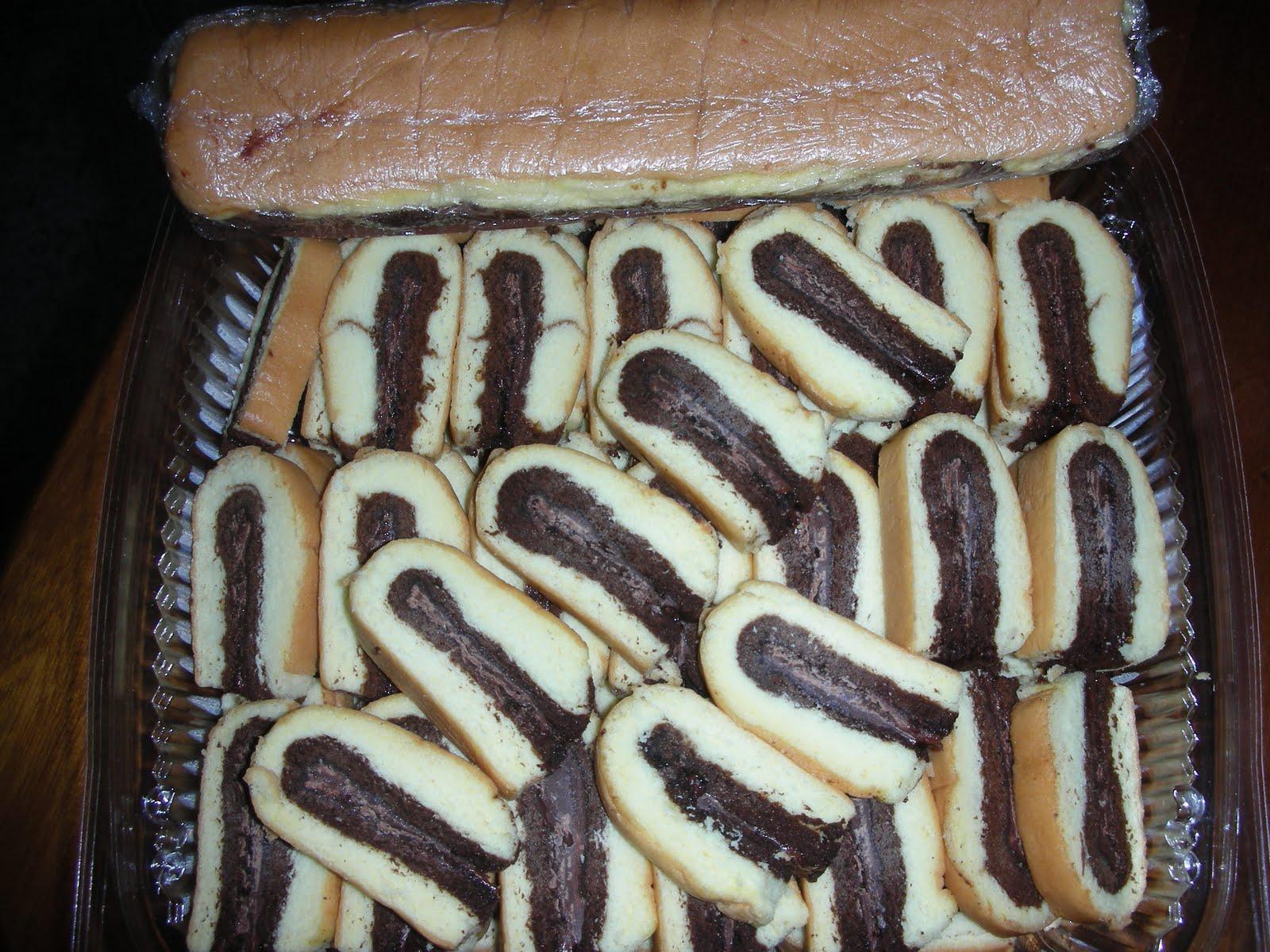 Roll Tapak Kuda http://mommiesyummies.blogspot.com/2010/07/roll-tapak