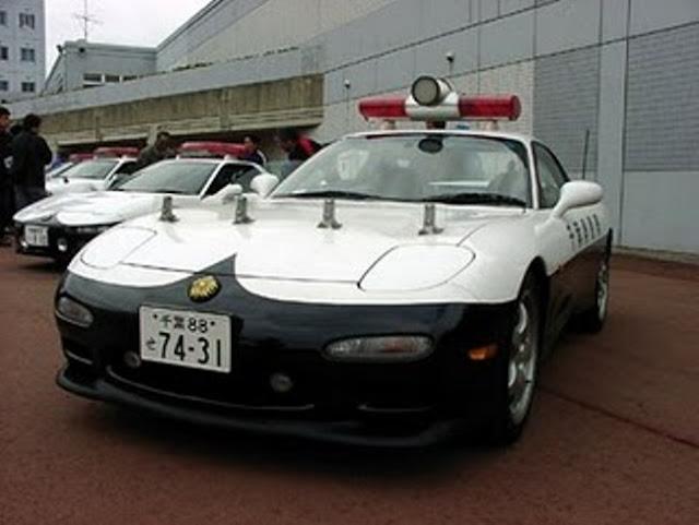 Japan+police+car+mazda+rx-7+2.jpg