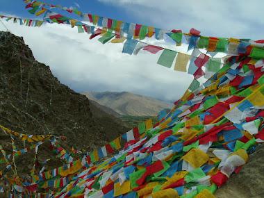 Tibet inside. Bandiere da preghiera nello Yarlung