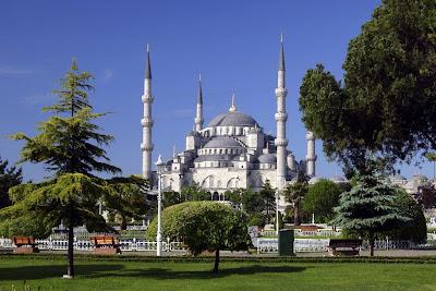 http://4.bp.blogspot.com/_0ZVbXaMEi14/TA6MlPPLsyI/AAAAAAAAAFY/2ywqXPVlenA/s1600/sultan-ahmed-mosque.jpg