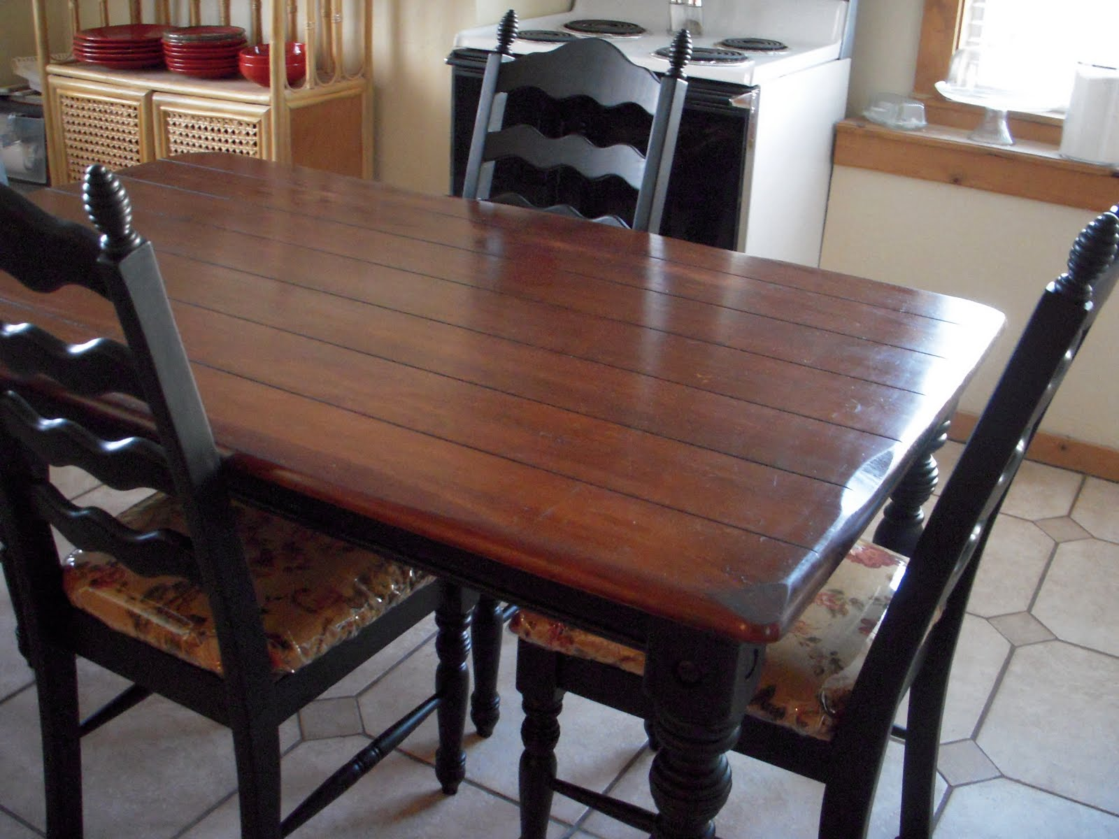 Do it yourself divas diy kitchen table makeover - Refinishing a kitchen table ...