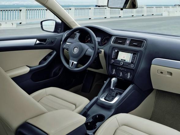 http://4.bp.blogspot.com/_0_IbsH3Iw48/TERxfULolPI/AAAAAAAAAfg/vhu2cL6EJ08/s640/2011-Volkswagen-Jetta-interior-design-588x441.jpg