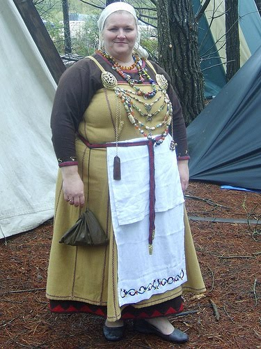 Amazon.com: Viking: Dress, Clothing, Klaer, Garment (English and