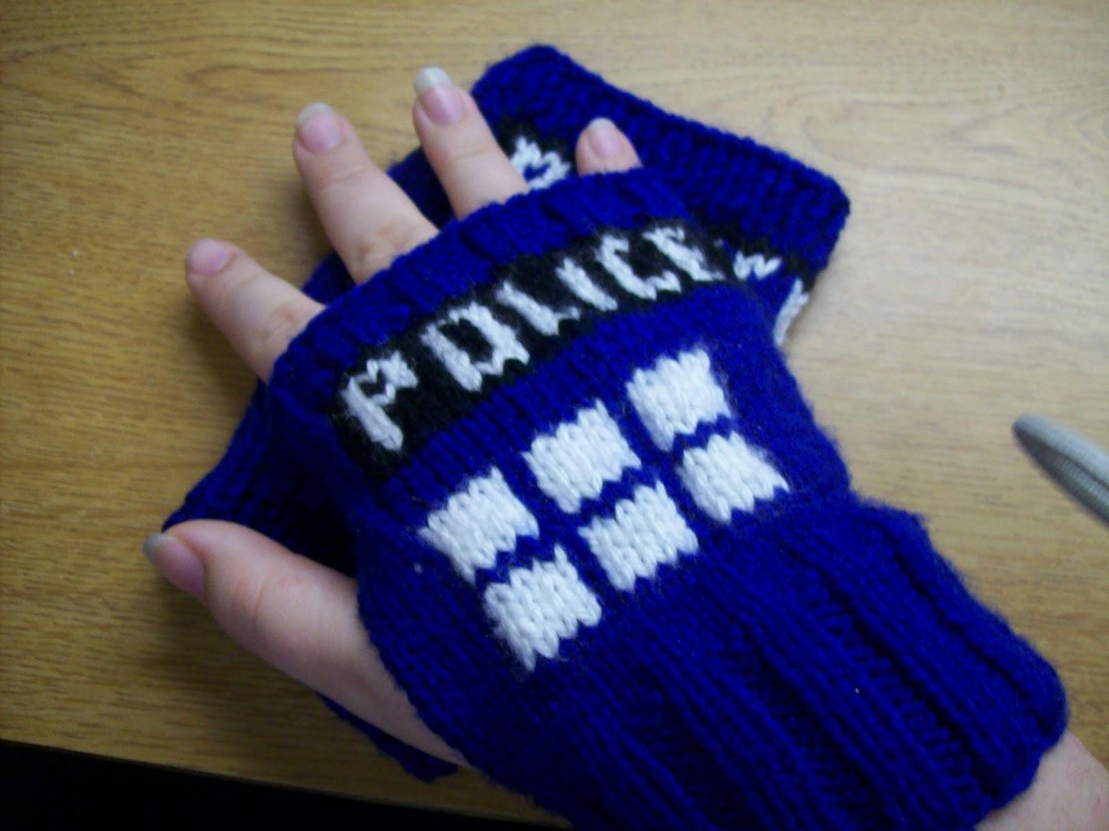 Nerdy Knitventures: TARDIS Wristwarmers