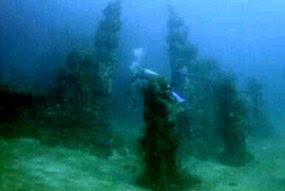 Foto Candi Di Bawah Laut