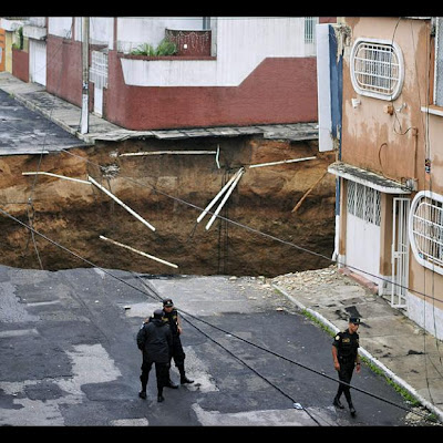 Este SI es un agujero!!!  Agujero+guatemala+5