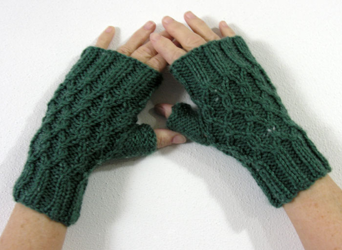 Yarn Visions: Twisted Chain Link Fingerless Gloves - Redone
