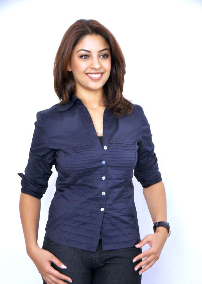 Richa Gangopadhyay Hot Stills In Blue Jeans (1)