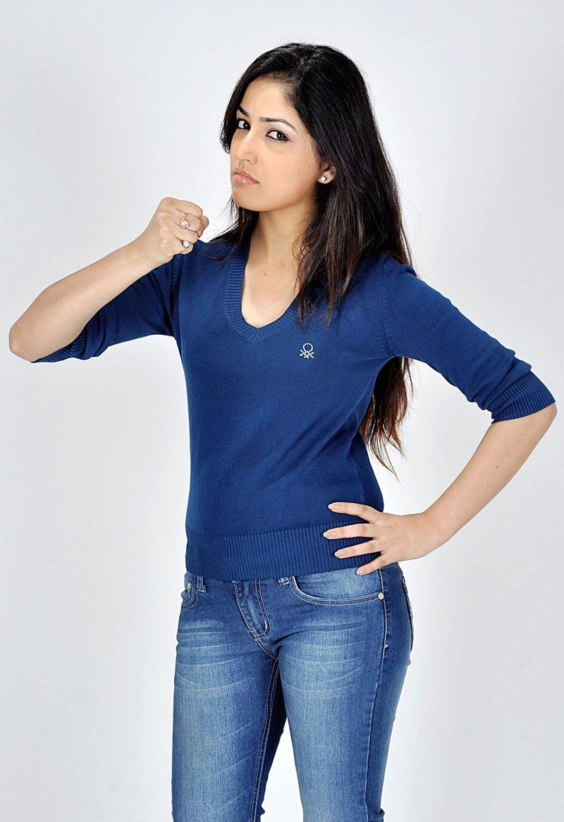 Cute and Hot Actress Yami Gautam Hot In Jeans