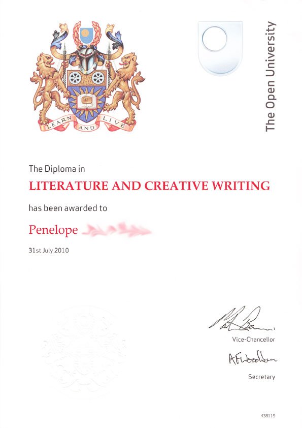 creative writing diploma courses This practical creative writing module identifies your strengths and interests, and  helps you  i took this course as a free choice module because i enjoy writing.