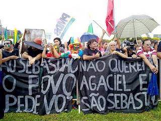 Moradores de São Sebastião fazem protesto em frente ao Palácio do Buriti