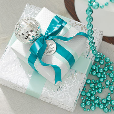 blue white gifts l Turquoise Christmas Decorations  Oh My!!