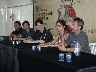 A partir da esquerda: Ed, Renato, Chris, a tradutora e Risso