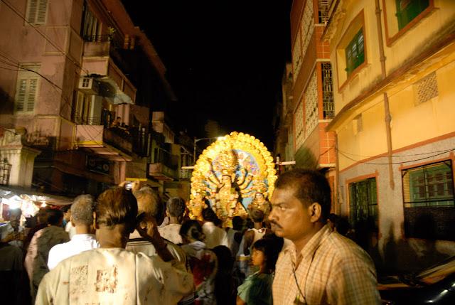 Bishorjon, Calcutta - Durga Puja 2009, Nikon D200