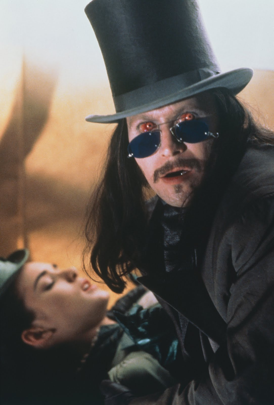 http://4.bp.blogspot.com/_0lkHFmksBHE/SwvmuL82V2I/AAAAAAAACAE/2TVnGKd4cUo/s1600/__extra_24391-Bram-Stokers-Dracula3.jpg
