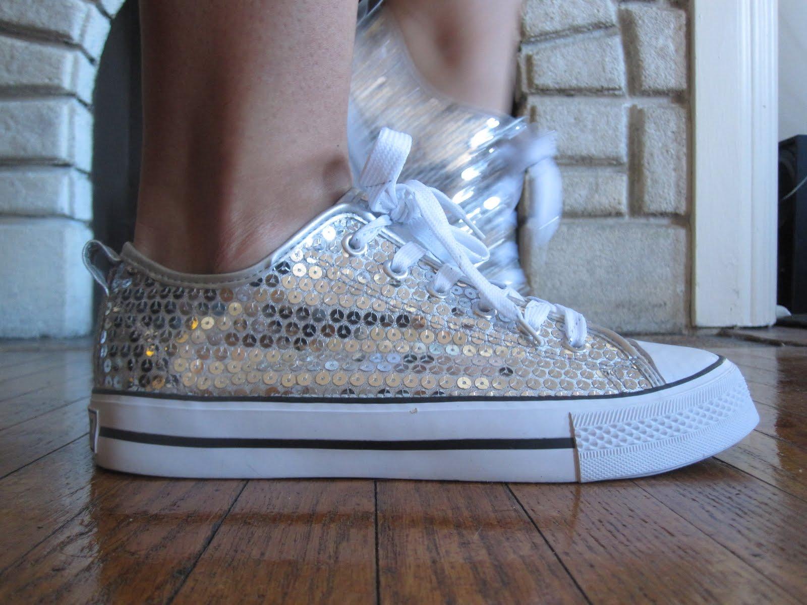 http://4.bp.blogspot.com/_0ltPGWOuvUo/S8XCt0UddpI/AAAAAAAAAS4/6XTrS6r-zu8/s1600/Dancing+Shoes.jpg