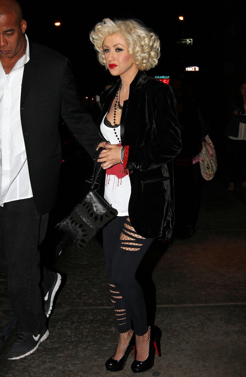 http://4.bp.blogspot.com/_0mLqBqGwhxY/S-dA9UYZwBI/AAAAAAAAAPI/1dPCagS1_0Q/s1600/christina+aguillera+leggings+and+heels.jpg