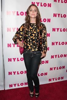http://4.bp.blogspot.com/_0mLqBqGwhxY/SMQkaXPMpsI/AAAAAAAAAFY/nZDn3NIo5Lg/s320/Eliza+Dushku+in+jeans.jpg