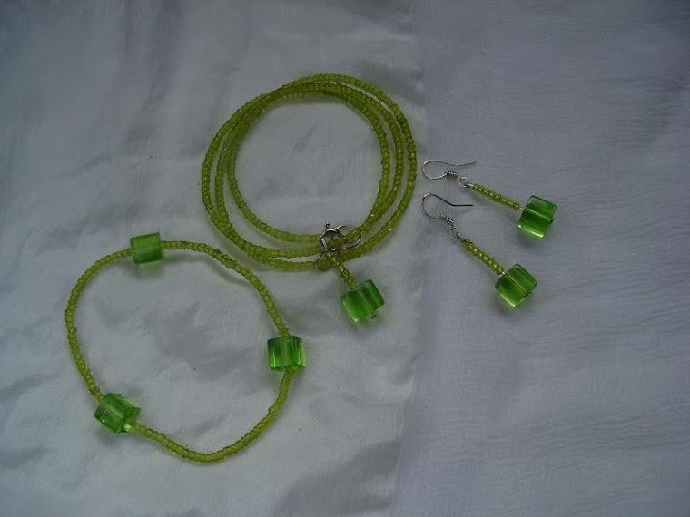 Set biju- colier, bratara, cercei verde B 07 - 40 ron