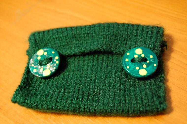 Portofel tricotat cu nasturi de lut T 01- 16 Ron