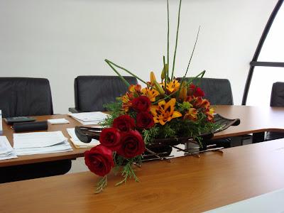 Concepto floral arreglos florales para oficinas for Arreglos para escritorios oficina
