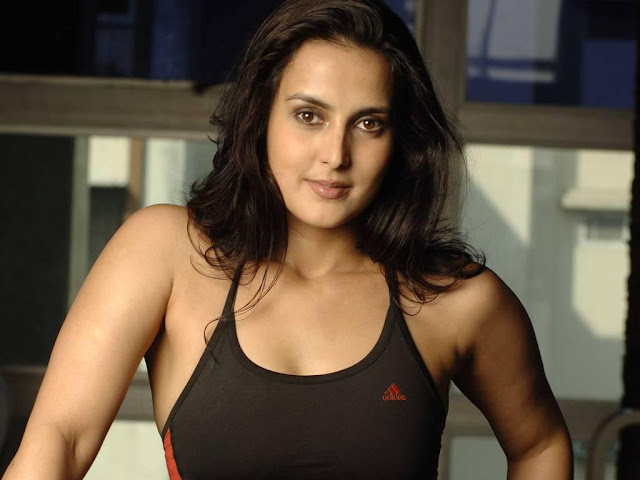 Tulip Joshi in Hostel