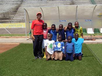 Escolinha de futebol na África