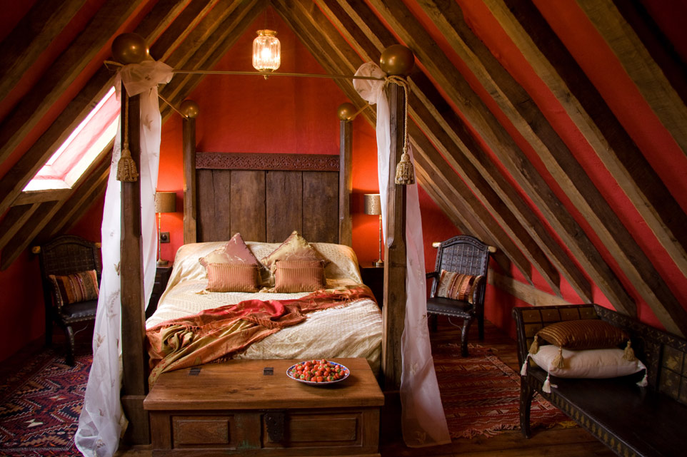 Rustic romantic bedroom romantic rooms pinterest for Rustic romantic bedroom