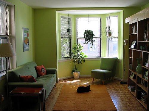 decoracao de interiores de salas pequenas: DE 2 E 3 LUGARES NUMA SALA QUE NÃO COMPORTA ISSO) , UMA OPÇÃO É