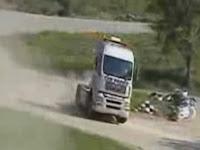 Imagem do caminhão que vai fazer derrapagens no vídeo.