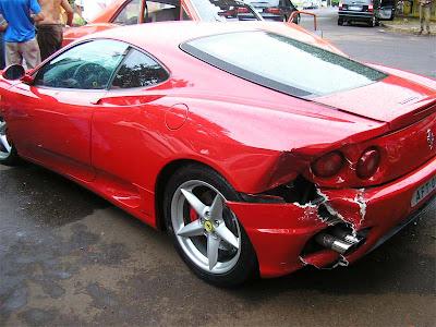 Danos provocados na Ferrari custam mais que o outro carro.