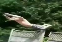 talegazo en la piscina