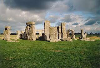 Seven Wonders of the Medieval World - stonehenge
