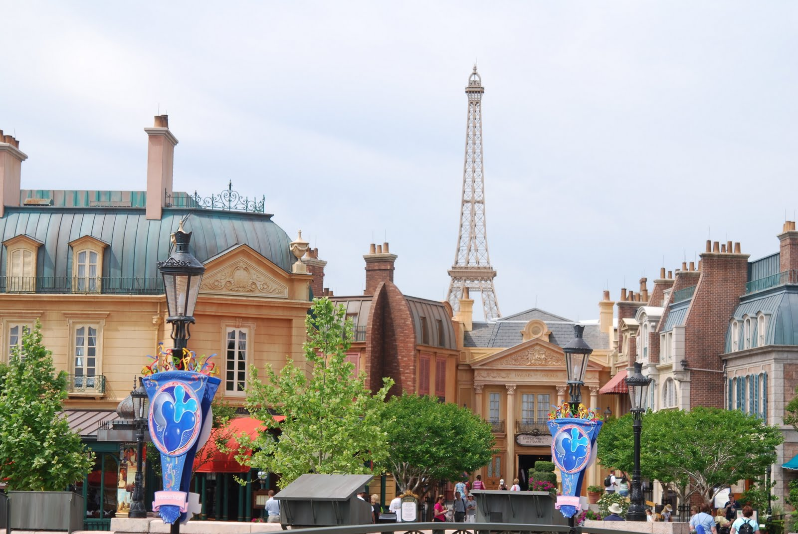 how might disney have had a more favorable initial experience in france The case• disney chose france over 200 other locations for setting up  how  might disney have had a more favourable initial experience in.