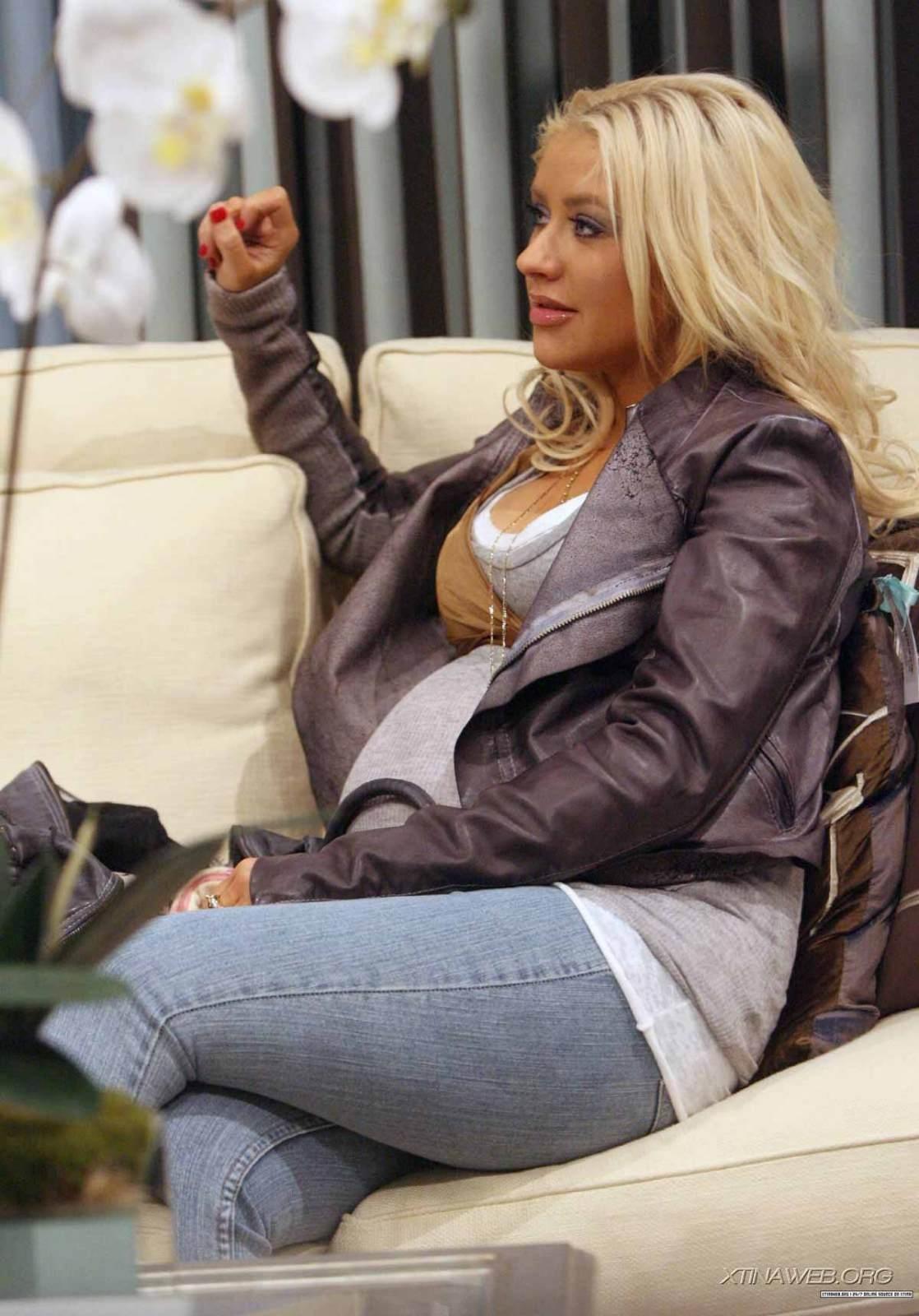 http://4.bp.blogspot.com/_0uhWh0JgQcM/TMQyFjNni0I/AAAAAAAAD70/meelc_9Mf2c/s1600/Aguilera+verypreggy.JPG