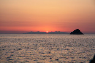 tramonto dietro la Capraia