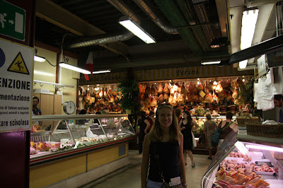 While wandering the streets we come across Mercato Centrale -- a place where you can get meats, cheeses, pastas, wines, fruits, and more.  In this very popular location -- although considered for tourists by Florentines -- many vendors will pack and vacuum seal just about anything for you to take home.