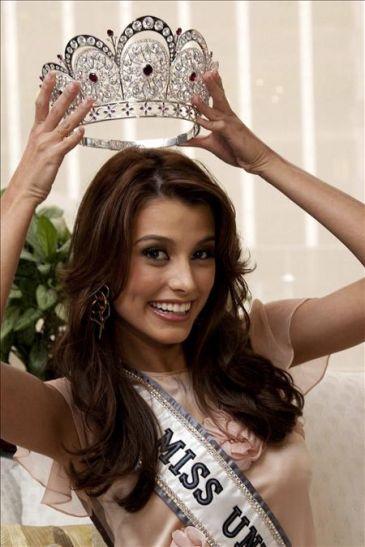 Estefanía Fernández se despide de la corona de Miss Universo