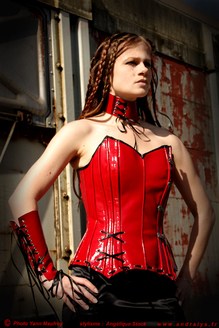 andralys corsets corset goth en cuir rouge psychos 39 x. Black Bedroom Furniture Sets. Home Design Ideas