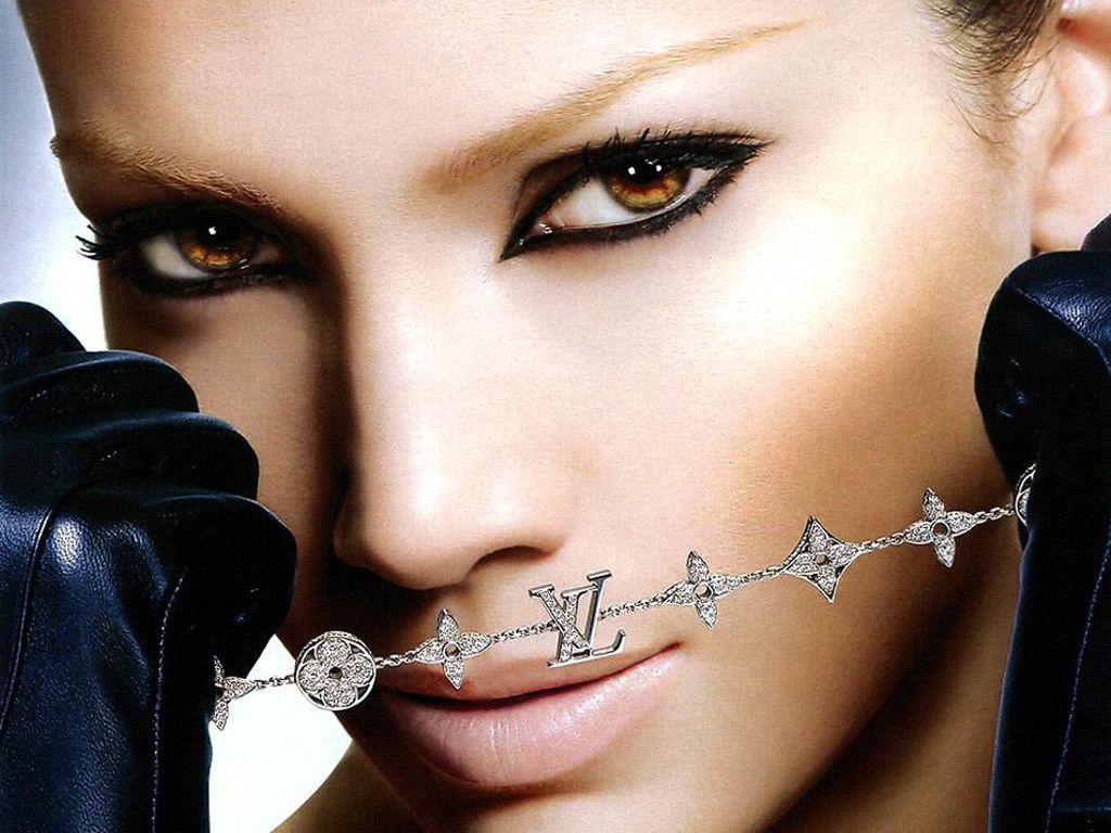 http://4.bp.blogspot.com/_0yq9cqCeSsY/TTL8nje1D8I/AAAAAAAABqQ/Csz0u8Wlv2Q/s1600/nouveau-teaser-jennifer-lopez-good-hit-L-1.jpeg
