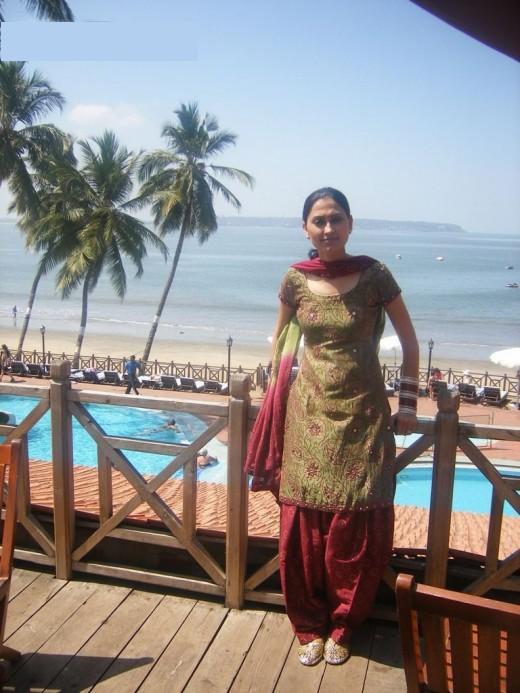 http://4.bp.blogspot.com/_1-Kq6ZLb_FU/S9L4m628epI/AAAAAAAAB1w/4K-O6nDEDIc/s1600/indian-girls-520x693.jpg
