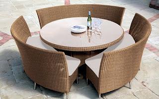 Ideias decoração mobiliário | Mesa de refeições exterior em vime.