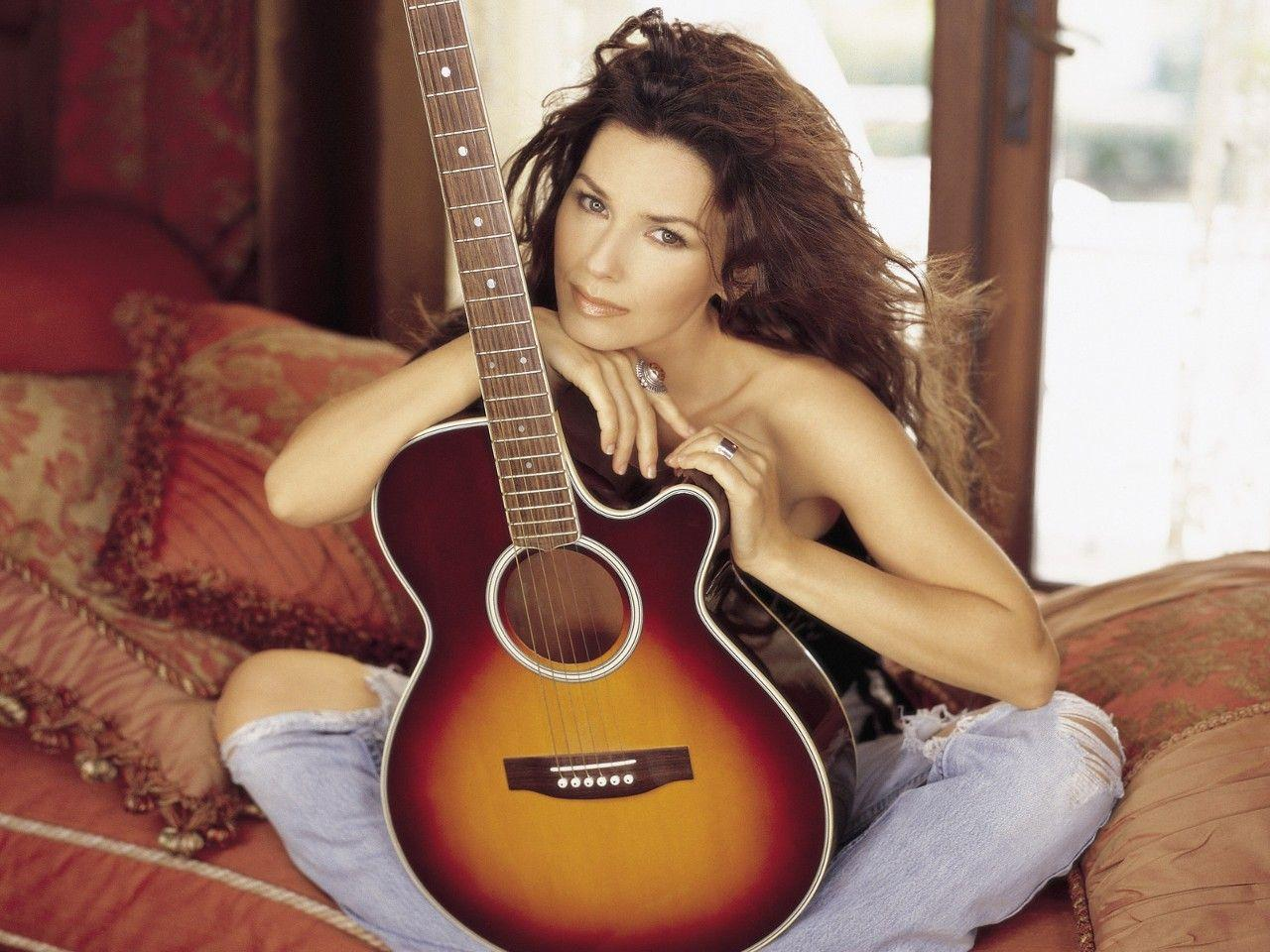 G C W: Shania Twain Wallpapers and Biography.