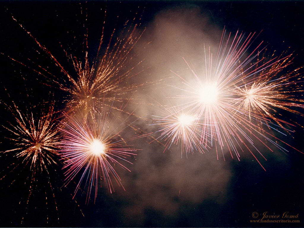 http://4.bp.blogspot.com/_10qx6sSkhuo/TQ8r10X8FiI/AAAAAAAAADA/jkKcmr8XtjU/s1600/Wallpaper_Artificii__Poze_Artifici__Wallpaper_Foc_de_artificii.jpg